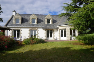 3 bedroom property for sale in Brittany, Morbihan...