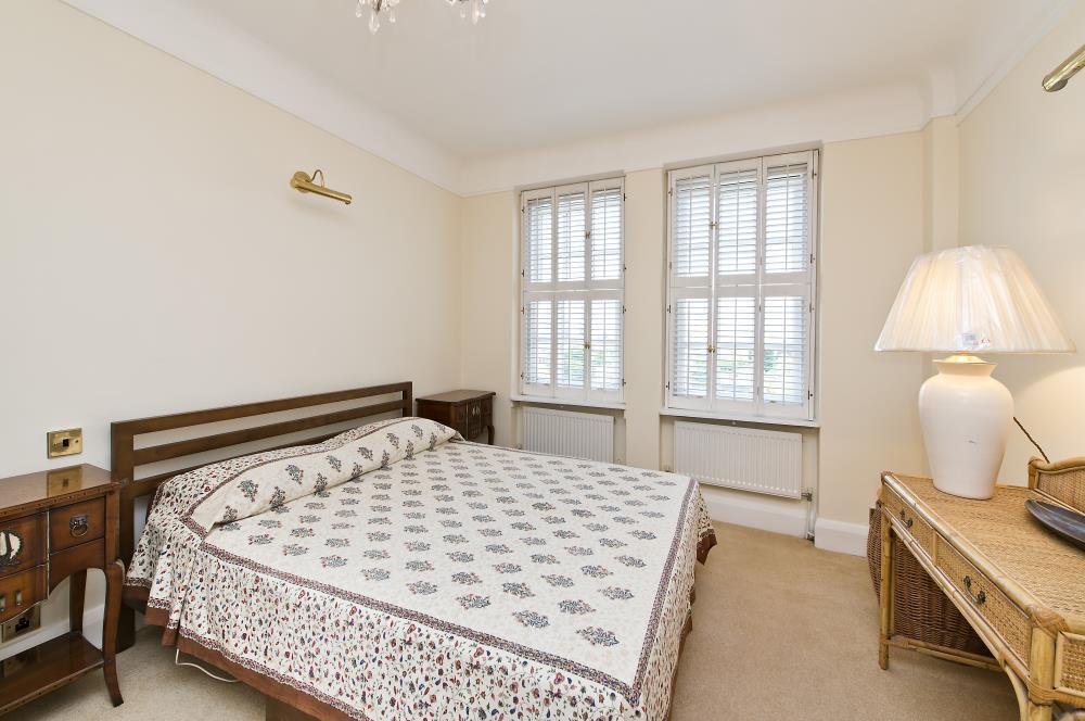 Ivor Court bed.jpg