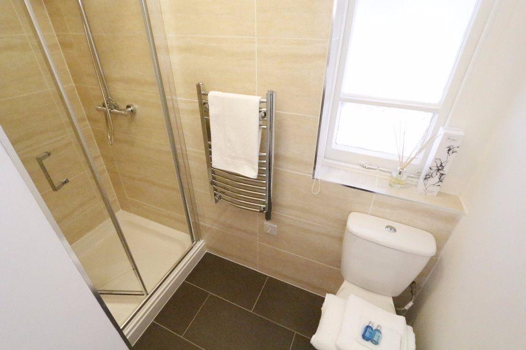 Finchley Rd shower r