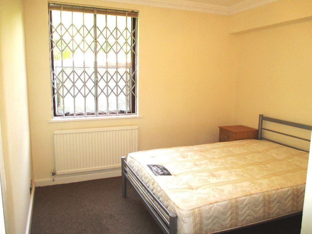 Kenmore Rd bedroom2.