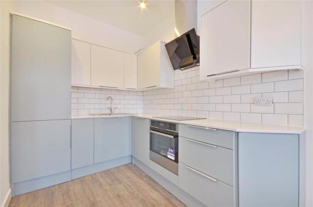 Finchley Rd, flat 2_