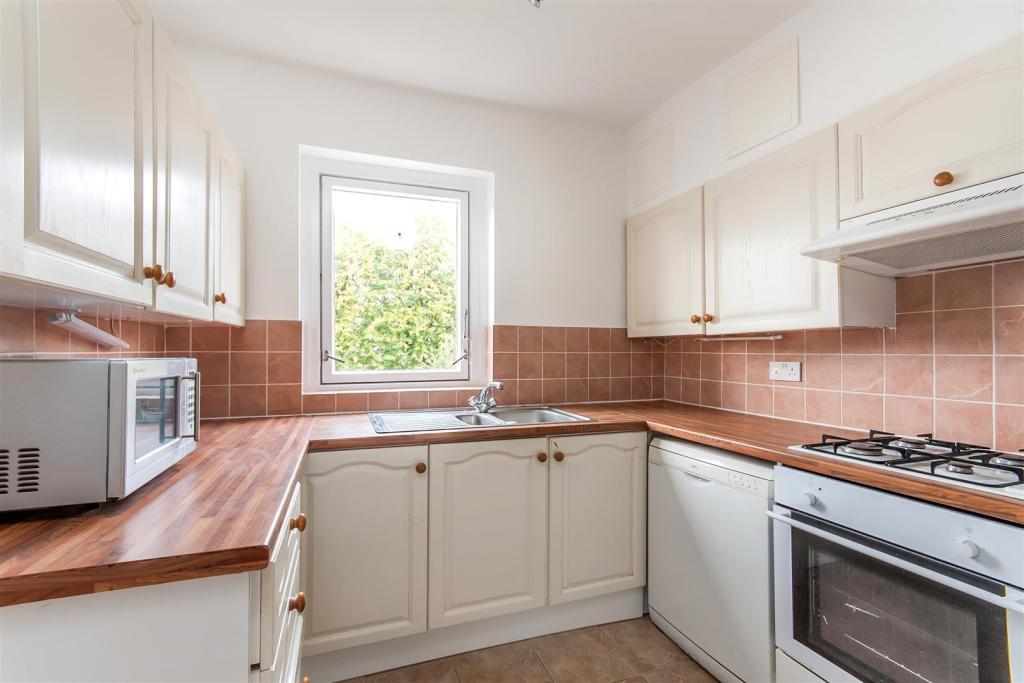 Heath Drive_kitchen.