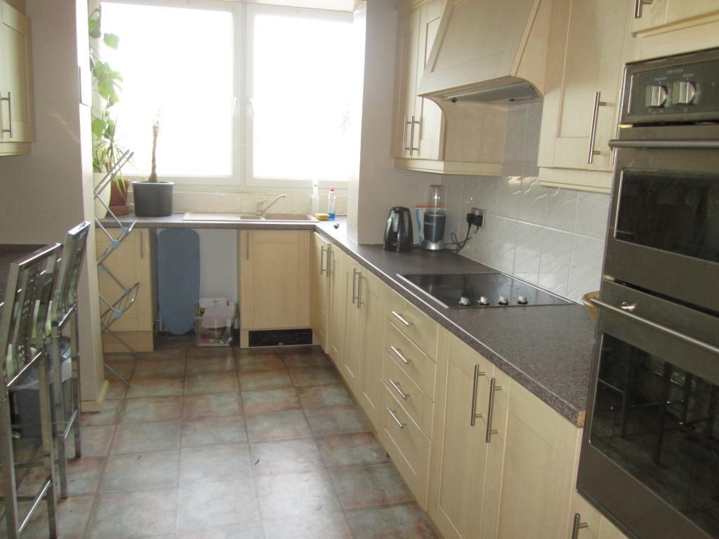 2 bedroom flat to rent in regent court bradfield road. Black Bedroom Furniture Sets. Home Design Ideas