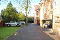 2 bedroom Flat in 87 Augustus Road...
