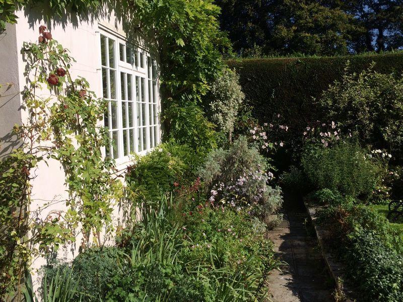 Garden cameo