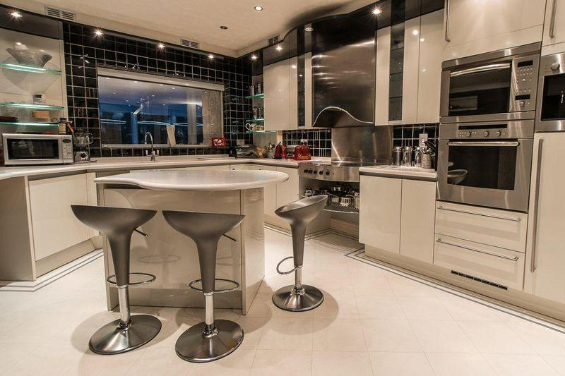 Modern grey kitchen design ideas photos inspiration for Odd shaped kitchens