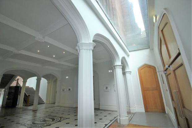 Entrance Hall (3)