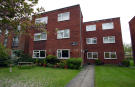 Flat to rent in Wellington Road, Enfield...