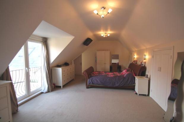 8 - Mater Bedroom Sw