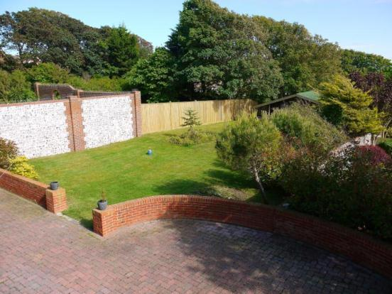 13 - Garden View - W