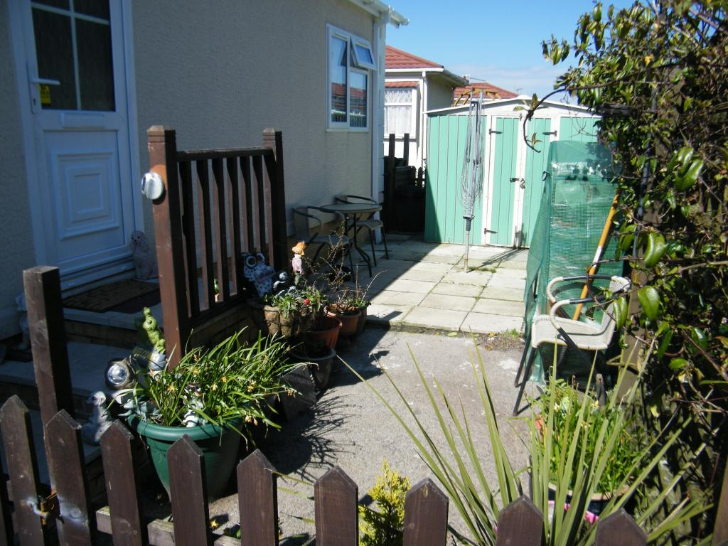 Side Garden (Right)