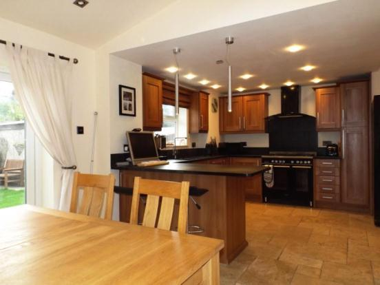 3 bedroom semi detached house for sale in shadewood for Kitchen ideas 3 bed semi