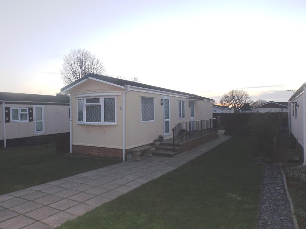 2 Bedroom Mobile Home For Sale In Shaftesbury Way Kings Langley Hertfordshire Wd4 Wd4