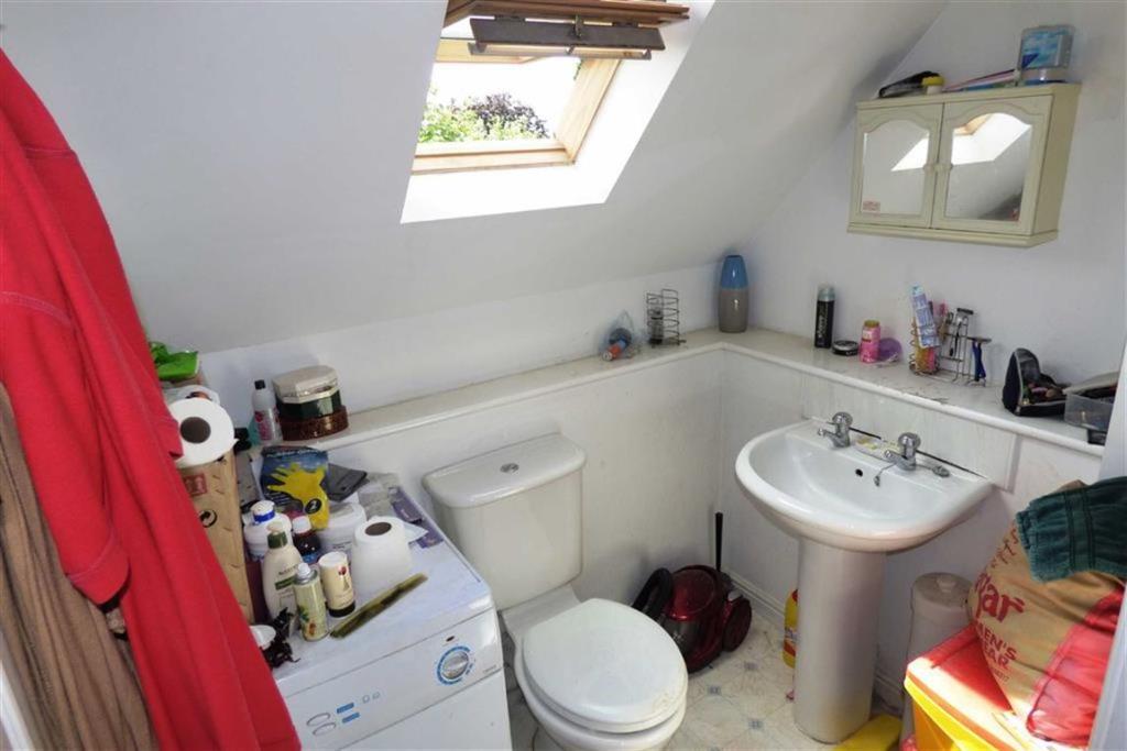 Ensuite Shower Room: