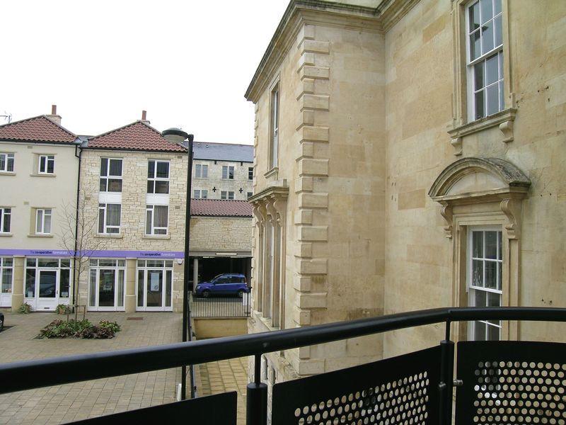 2 Bedroom Flat To Rent In Grist Court Bradford On Avon Ba15