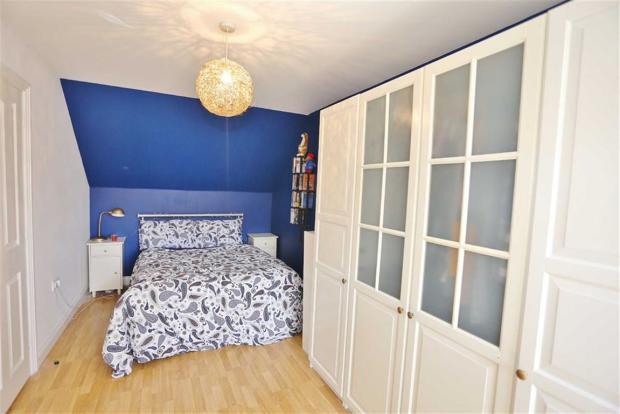BEDROOM 2 (FRONT/REA