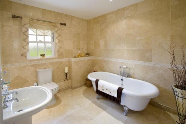En Suite Bath B3