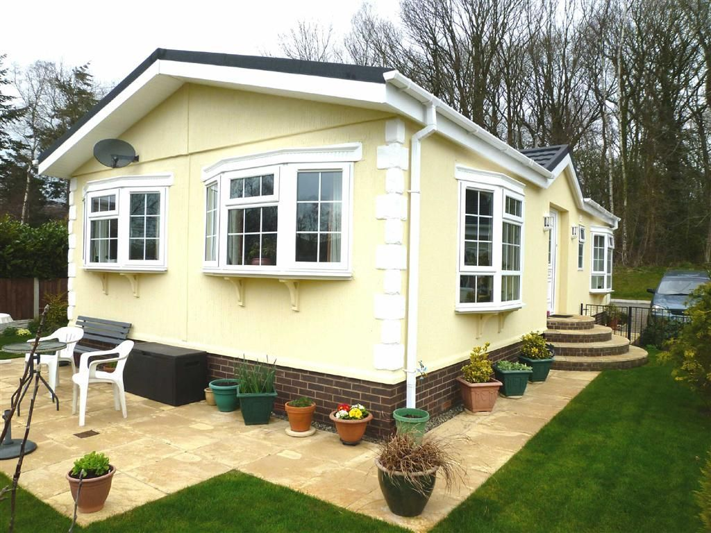 2 Bedroom Mobile Home For Sale In Acorn Drive Bridgnorth Shropshire Wv16
