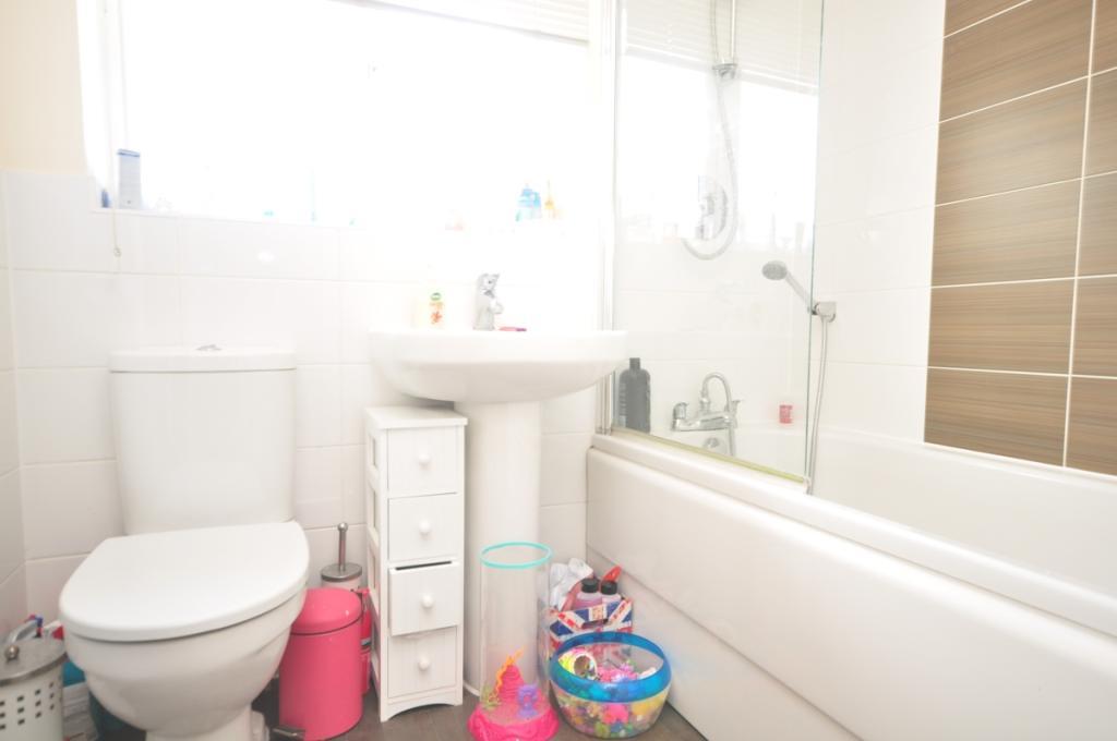 larch end bathroom