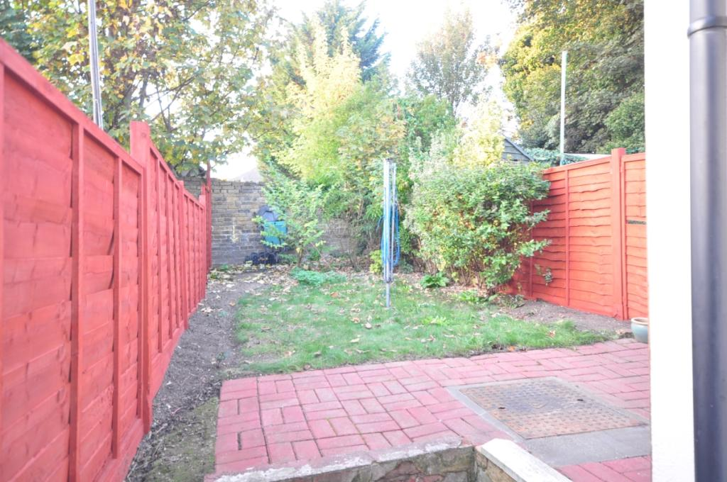 bowes road garden