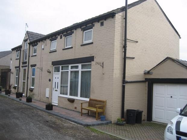 4 bed Detached property for sale in Golden Bakery...