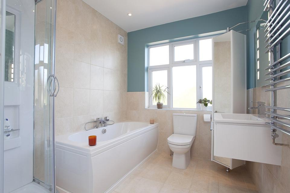 Blue and beige bathroom small ideas blue and white for White and blue bathroom ideas