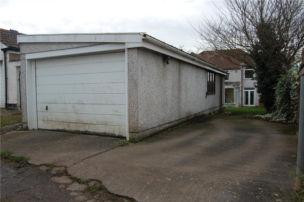 Garage/ Parking