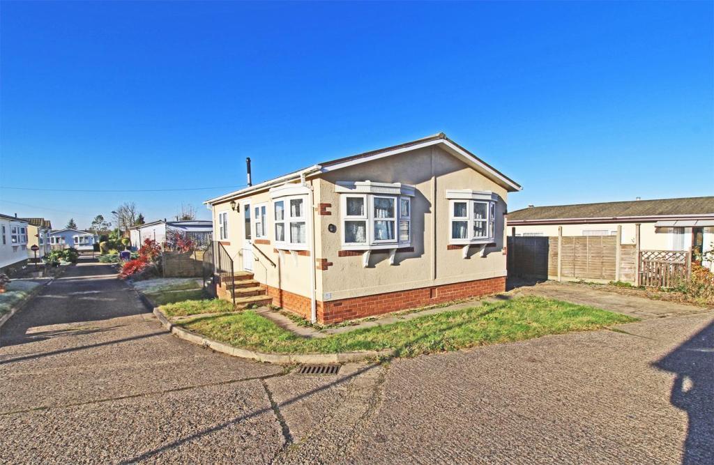 2 Bedroom Park Home For Sale In Wilbury Hills Road