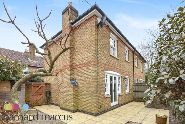 cottage home three bedrooms newly refurbished private garden modern