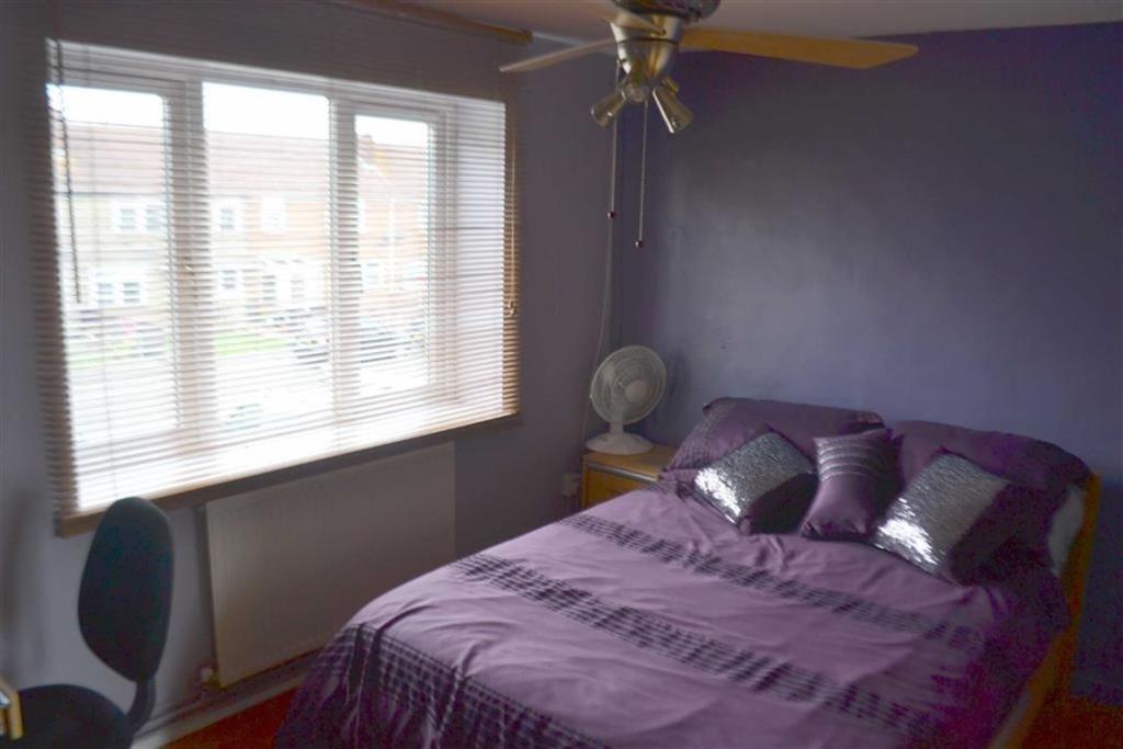 Bedroom 1: