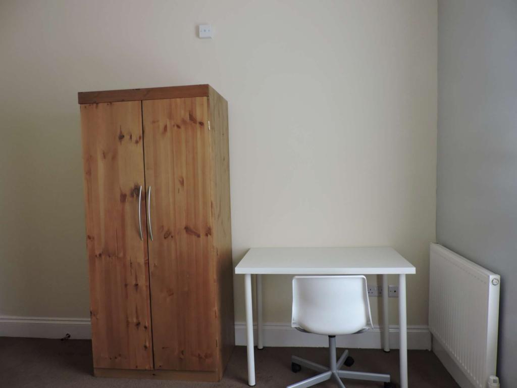 Bedroom 2 (image 2)