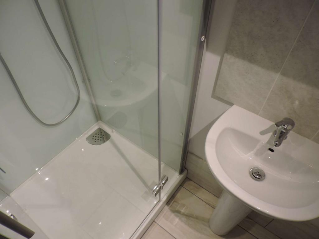 Shower Room (3)