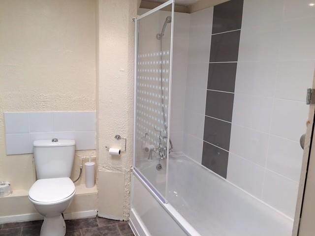 bathroom/shower over