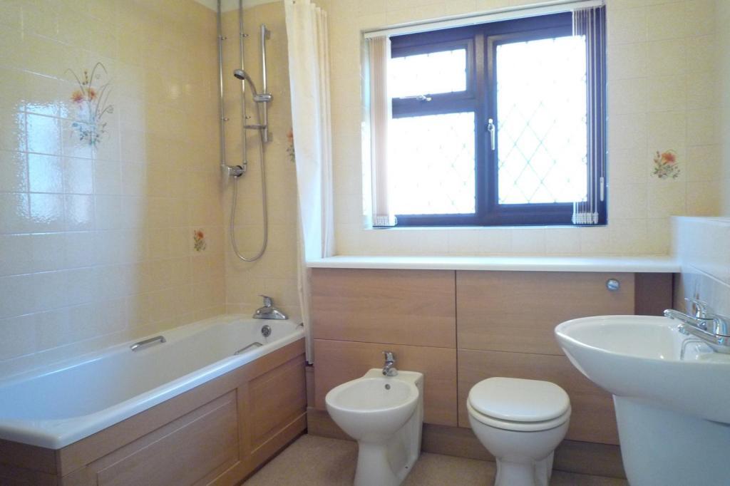 Family Bathroom (Mai