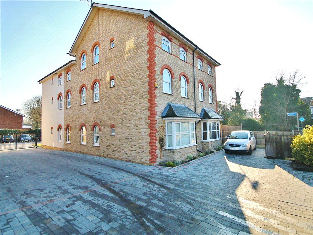 2 Bedroom Apartment To Rent In Gresham Road Staines Upon Thames Middlesex Tw18 Tw18