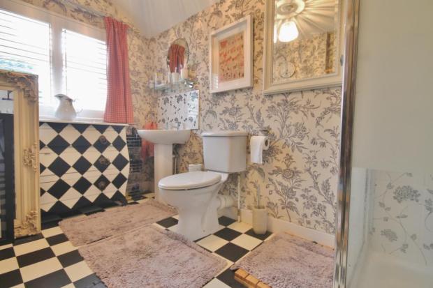 Bed 3/Shower Room
