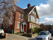 Flat to rent in 14 Carlisle Avenue...