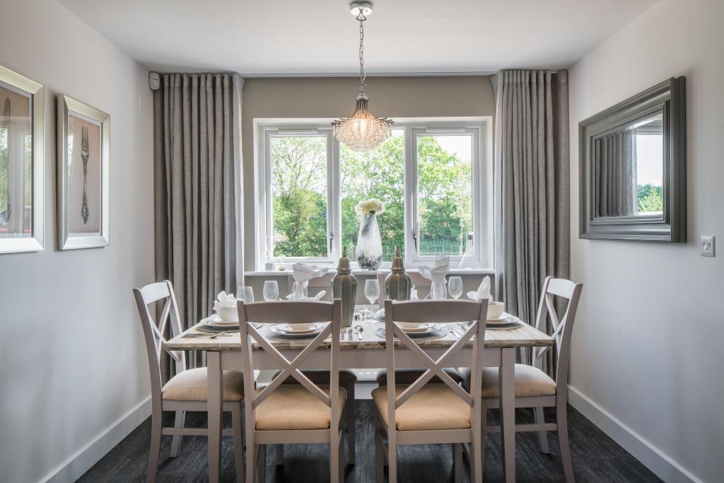 Arborfield Green,Dining room