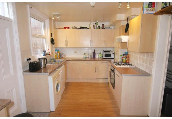 8A Kelso Rd kitchen.jpg