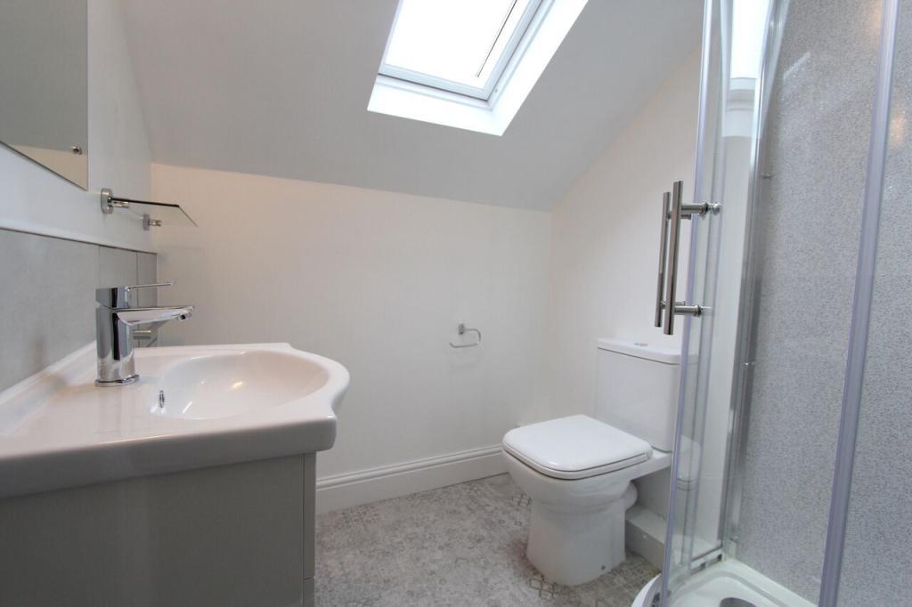 Flat 2 Bathroom.jpg