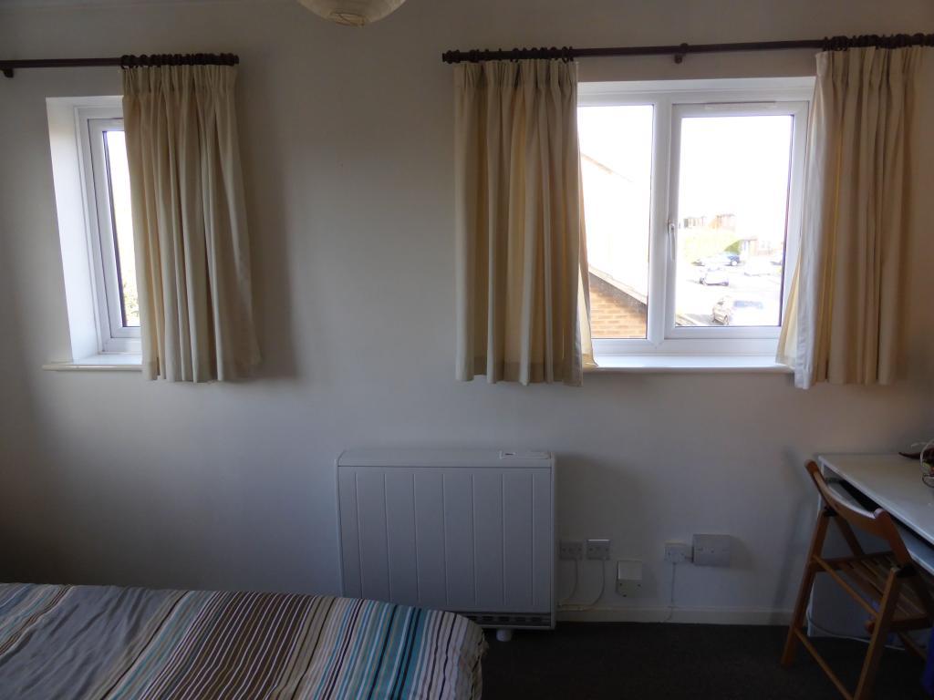 17 Oaks bedroom.jpg