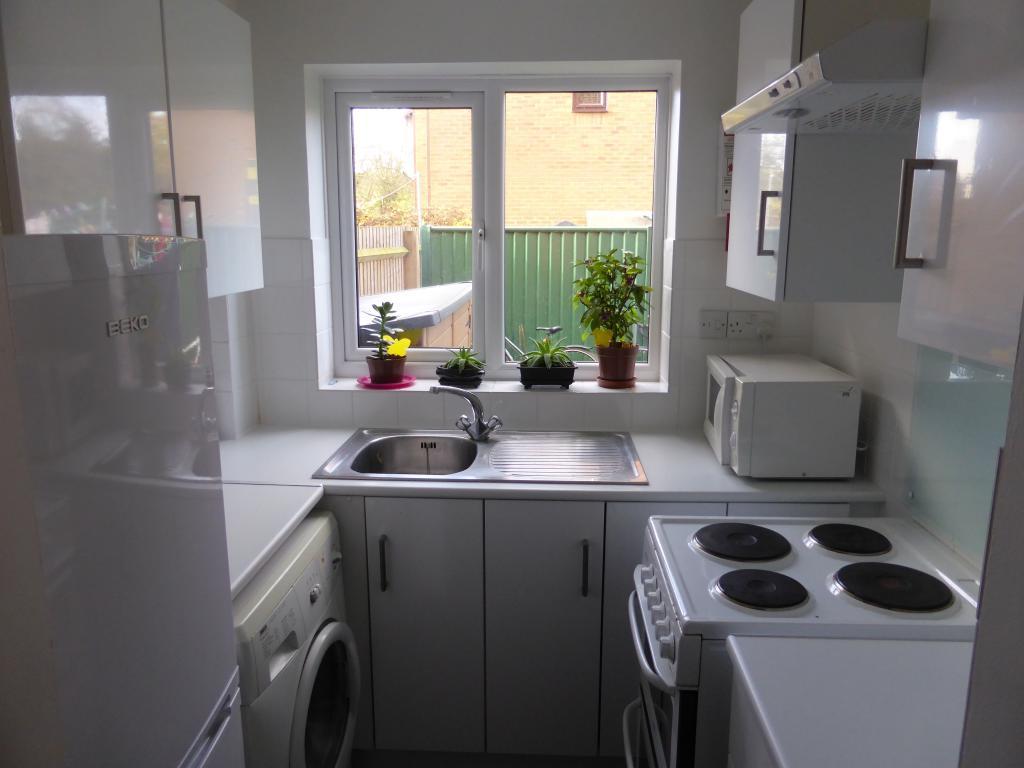 17 Oaks kitchen.jpg