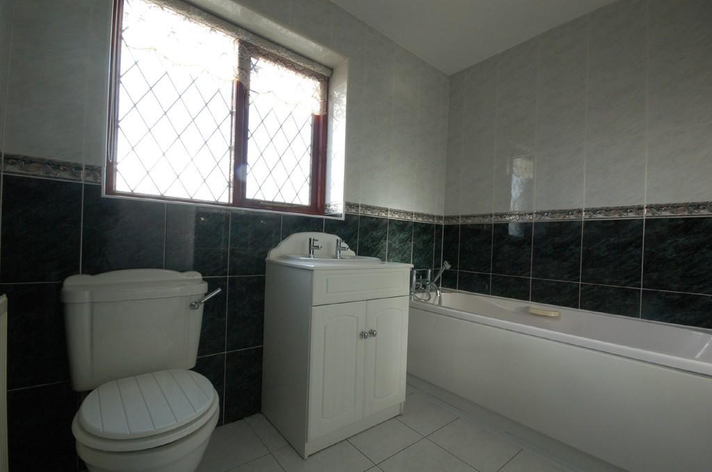 Main Bathroom Sui...