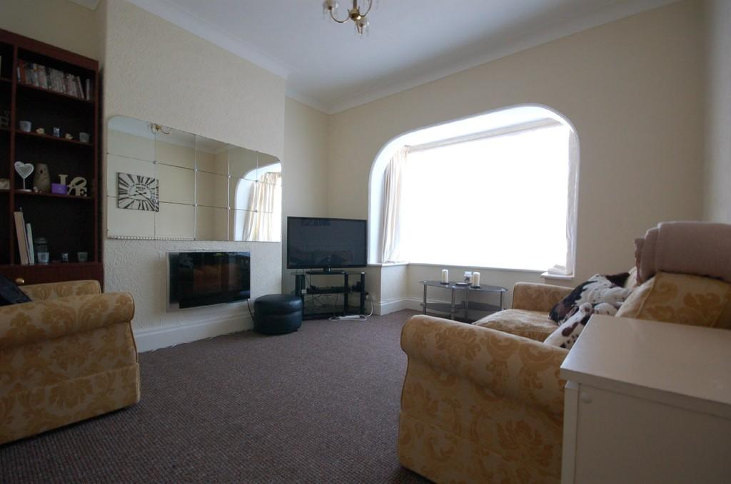 3 bedroom detached bungalow for sale in 7 burgate fy4 for 11 x 14 living room