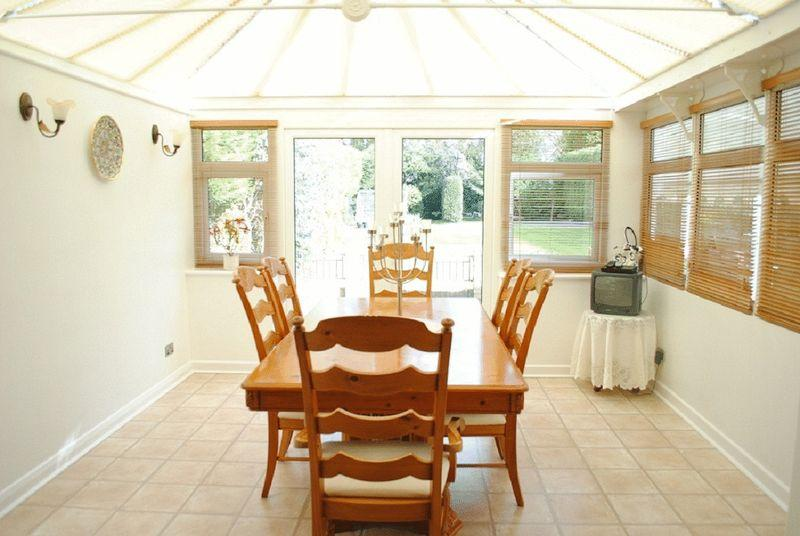 Conservatory dining room design ideas photos for Conservatory dining room design ideas