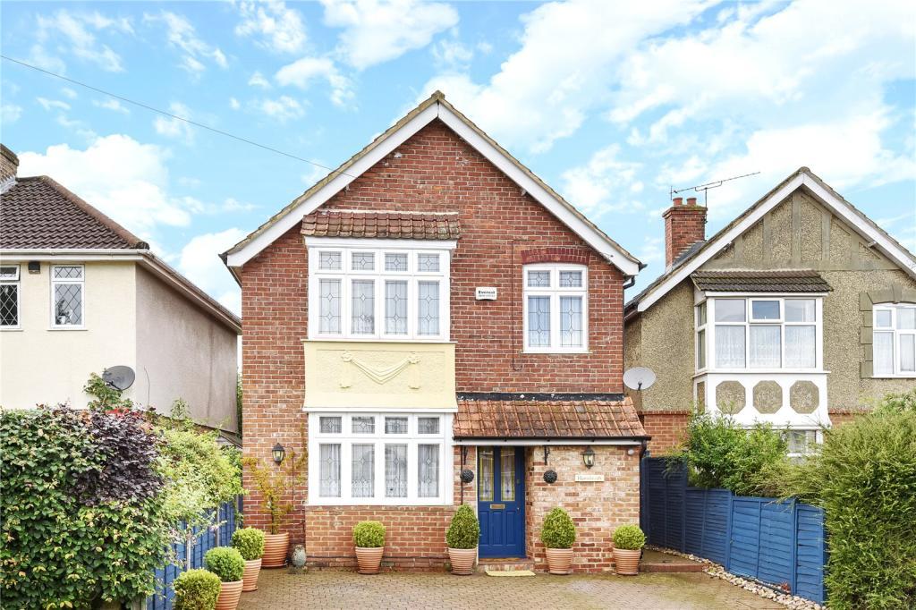 3 Bedroom Detached House For Sale In Green Lane Blackwater Camberley Surrey Gu17 Gu17