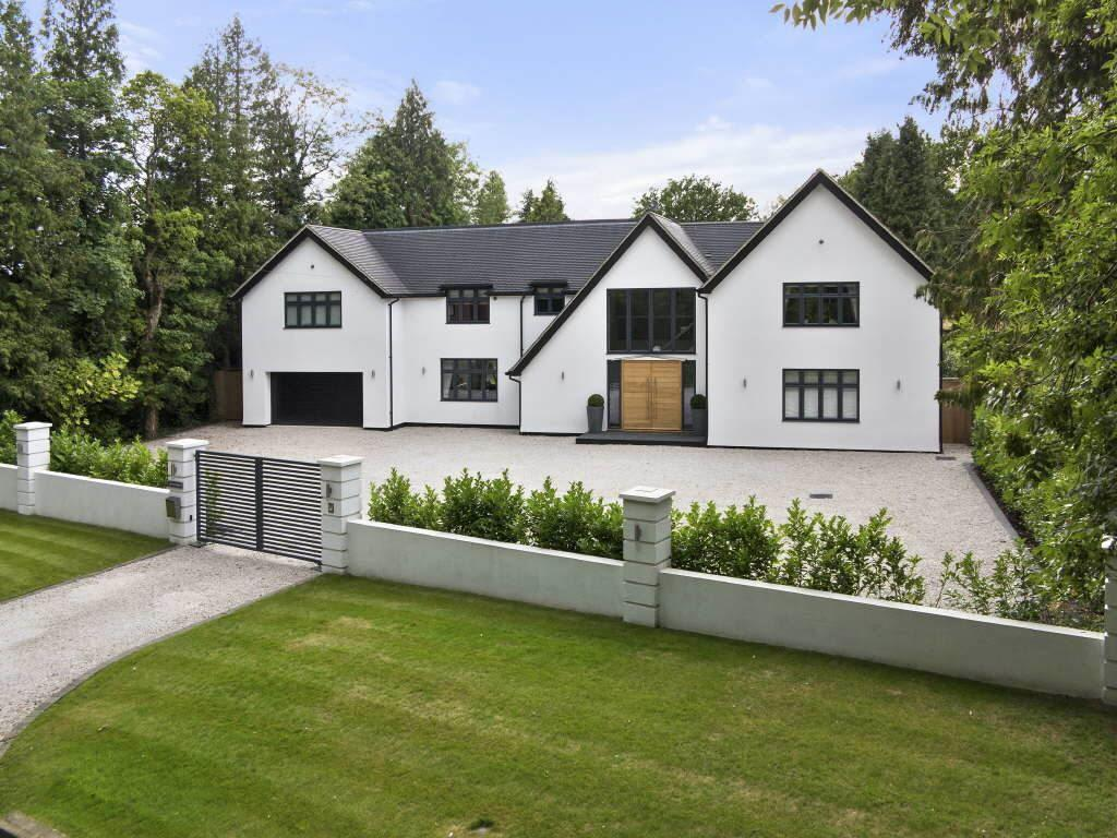 6 bedroom detached house for sale in chipstead cr5 for Six bedroom house for sale