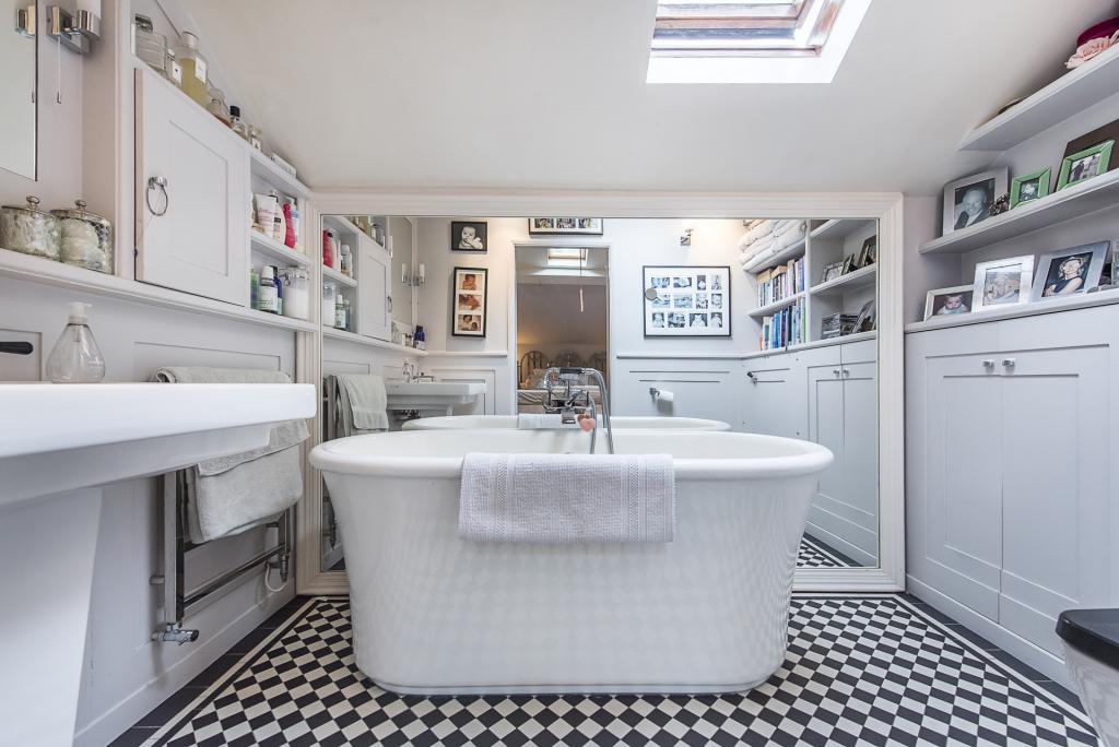 Greig Ling,Bathroom