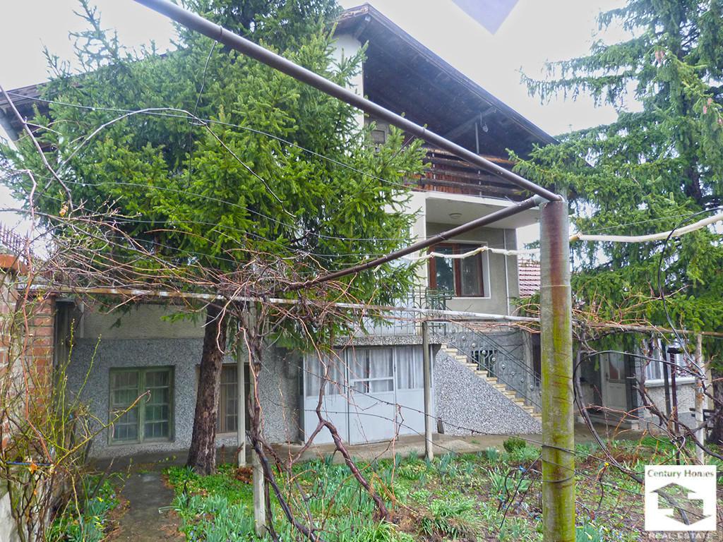 Detached house in Polikrayshte...
