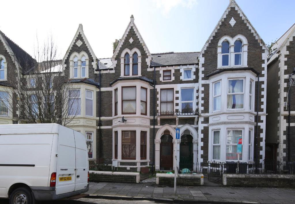 19 Connaught Rd 1338